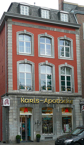"""Karlsapotheke (Photo: Peter Tritthart (Wikipedia), CC BY-SA 3.0)"